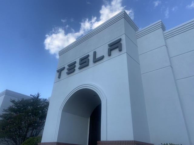 Tesla dealership getting ready to open in Memphis area in October